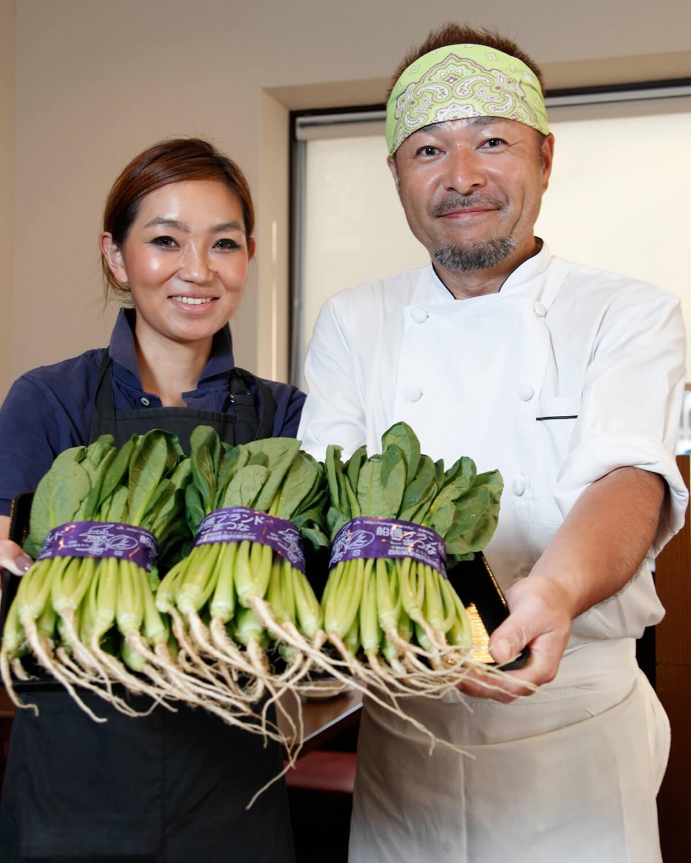 『中華ひろや』の石井弘次さん、紀子さん夫妻