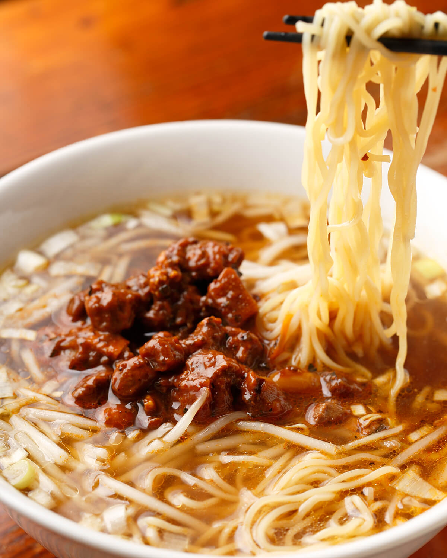 ラーチャンめん750円。豆板醤と赤味噌で炒めた豚肉やタケノコがゴロッと入る。