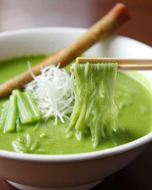 『中華ひろや』の小松菜クリーミーラーメン