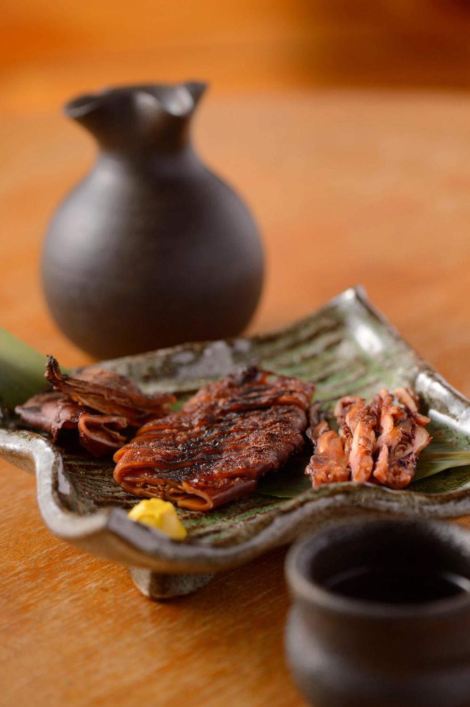 能登の魚醤いしると塩にワタごと漬けた、もみいかの焼き漬け700円。