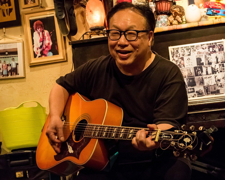 米田さんは、かつてリヴァプール『キャヴァーン・クラブ』のステージに立ったこともある実力者。毎週水曜のセッションデーに加わることもある。