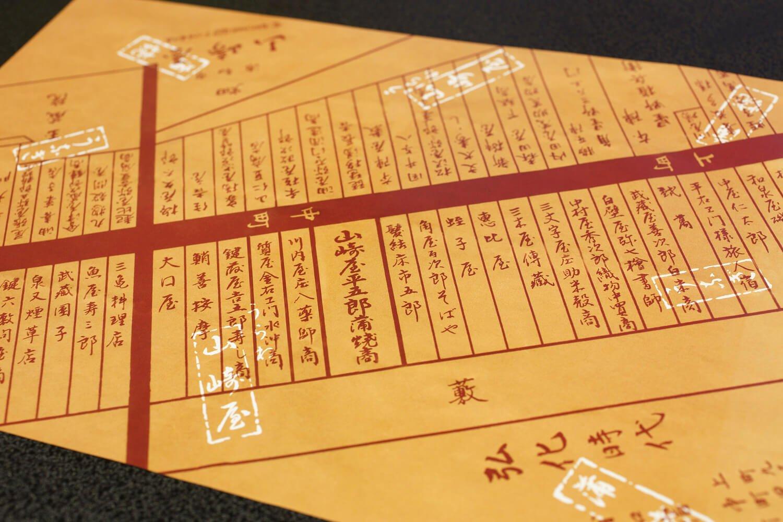 江戸時代の古地図を模した包装紙。