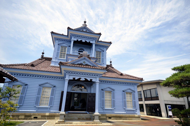 旧鶴岡警察署庁舎。昨年修復が完了、先日耐震補強が生かされた。