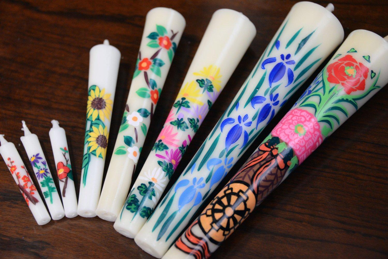 手描きの和ろうそく。ハゼの実が原料の純木蝋で芯にイグサを使う。
