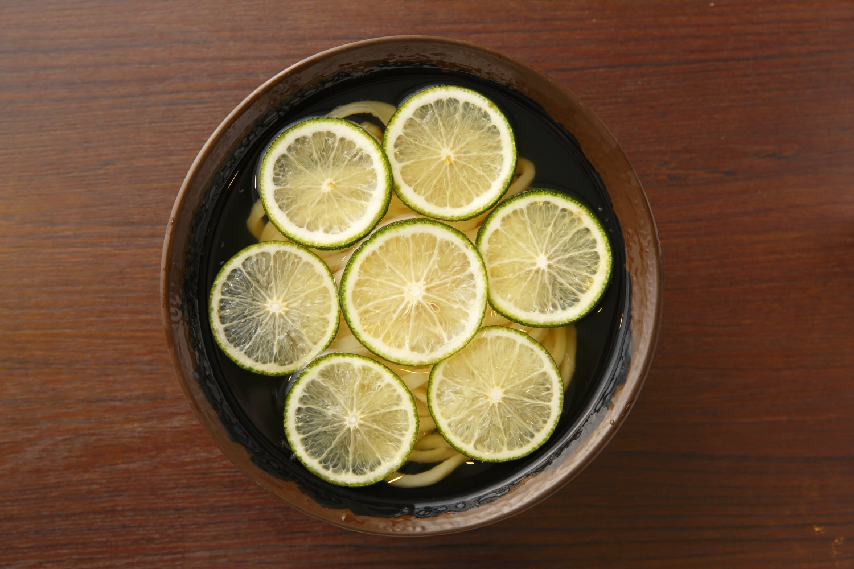 日向の平兵衛さんが発見し、自宅で栽培したから平兵衛酢と名づけられた。果汁が多く、爽やかな酸味が特徴。