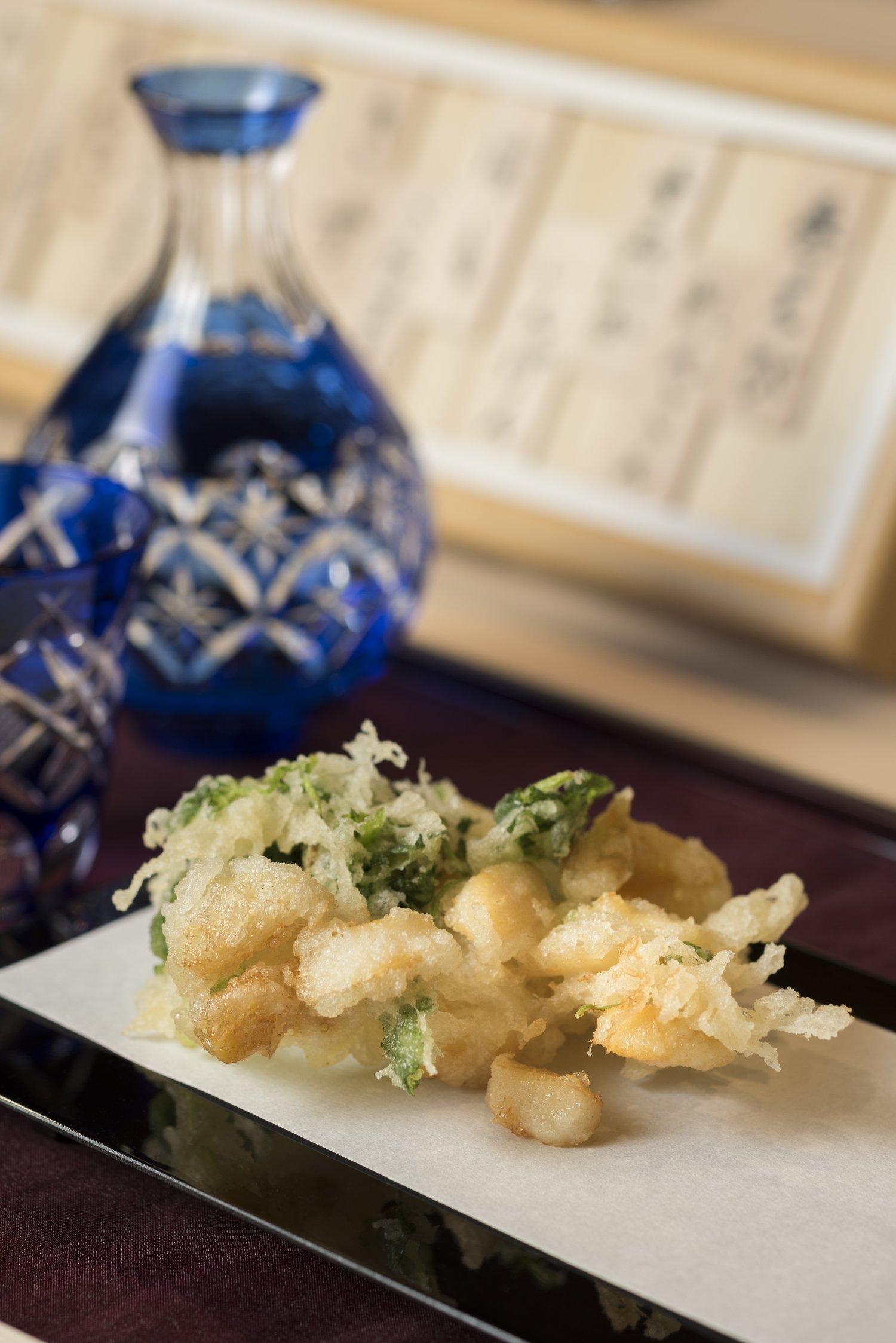 贅を尽くした会食向けのコース(7700~19000円)は、締めに小柱とミツバのかき揚げが。アテによし、天茶、天丼にもできる。