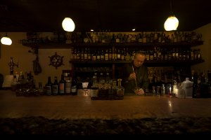 Bar R