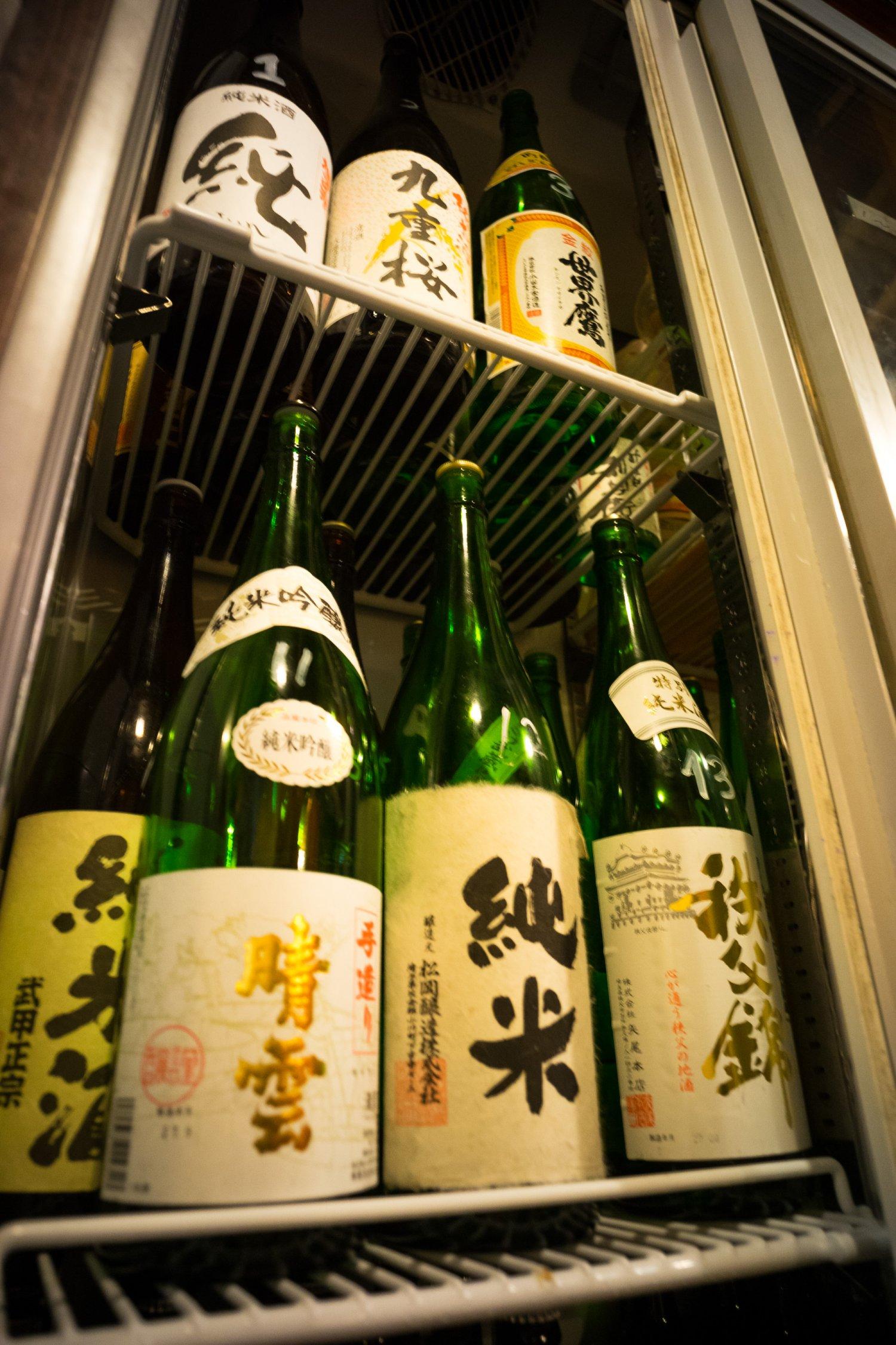 店内2つの冷蔵庫に収まる埼玉の地酒。