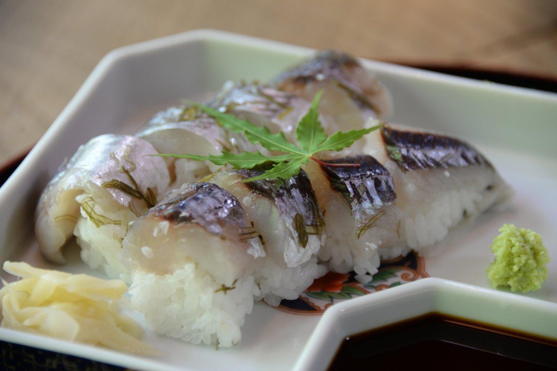 屋久島に行ったらかならず食したい飛び魚の棒寿し。単品600 円。