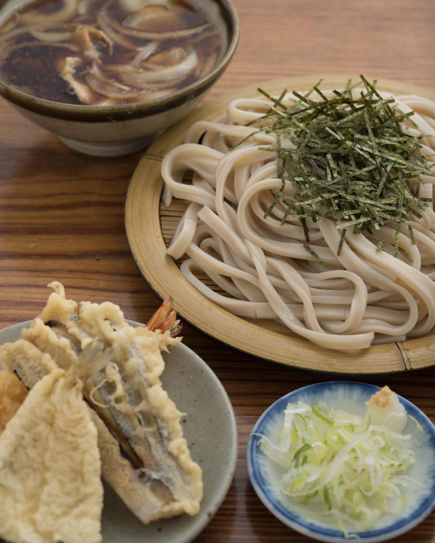 天ざる肉汁うどん1320円。大盛りは1475円。
