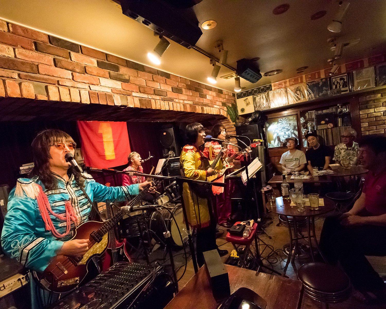 ベーシスト・パウロさんの演奏が聞けるビートルース。日本随一の実力をもつビートルズ・バンドを間近で堪能できる。