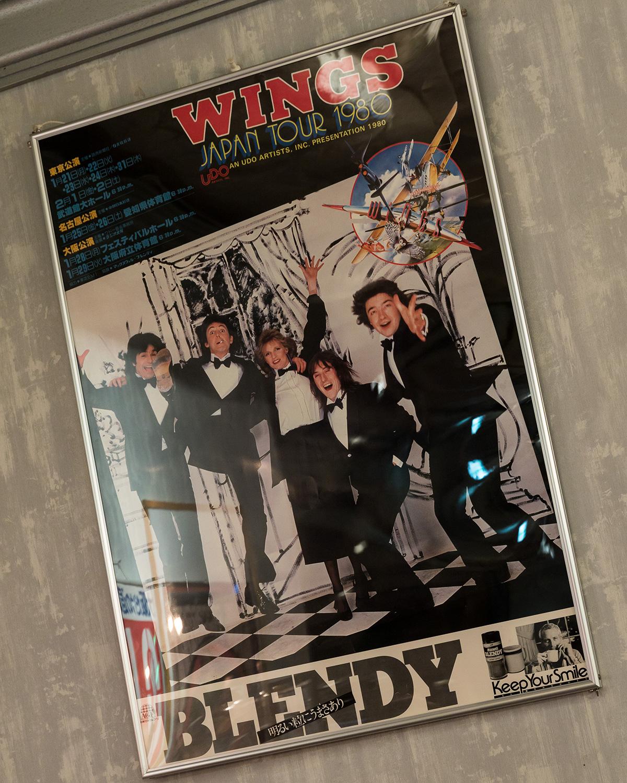 レア度の高い、1980年1月に行われる予定だったポール・マッカートニー&ウイングスの日本公演告知ポスター。店内の壁にさり気なく飾られている。