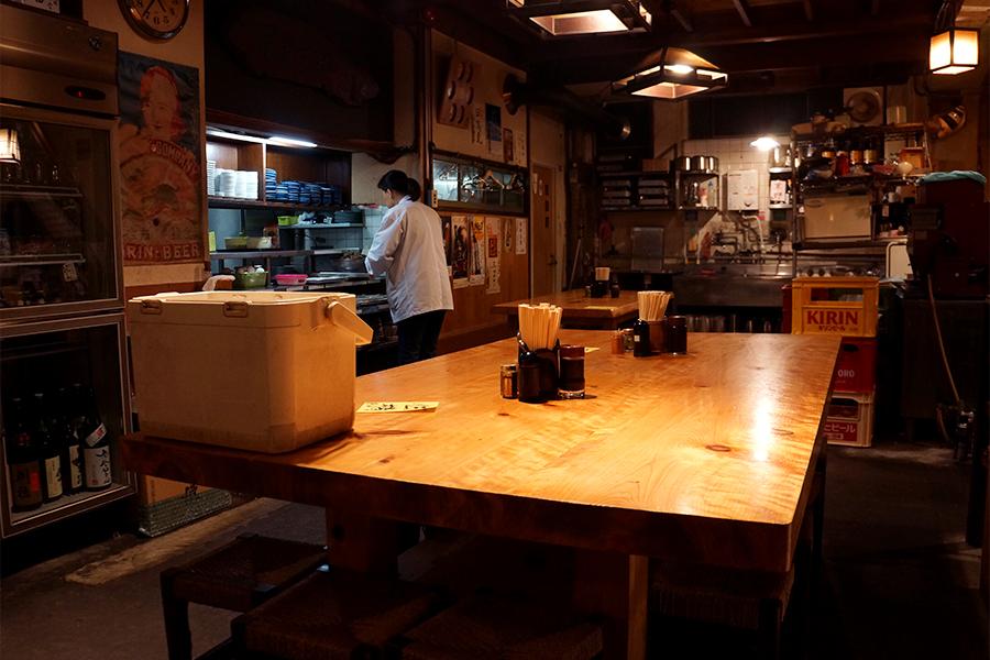 厨房の目の前の大テーブル