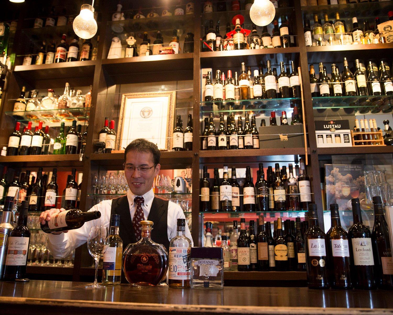 「飲酒遍歴を探ってお好みを見つけます」と、シェリー酒に造詣深い渡邊さん。