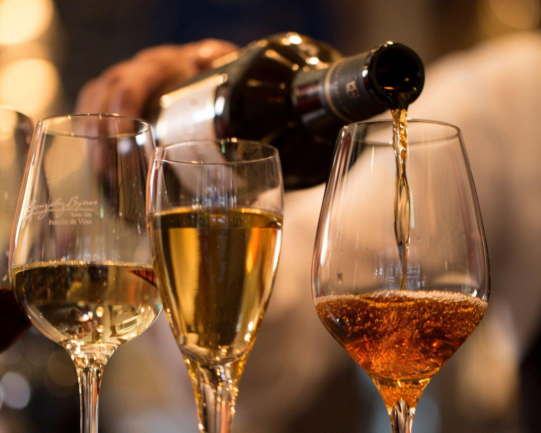 数十年熟成のワインも揃えている。