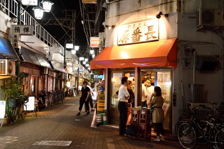 バーボンロードに立地。京急蒲田駅側に2号店も営業中。