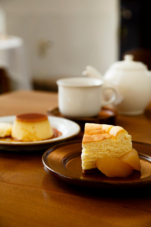 チーズケーキ 300円、ふつうのプリン320円。