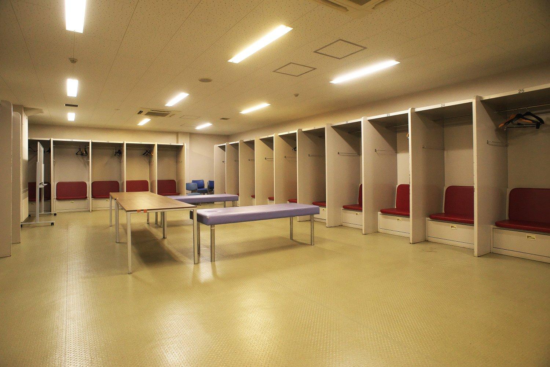 2009年に改装されたロッカールームは、体の大 きな外国人選手も快適に使える1.5倍サイズ。