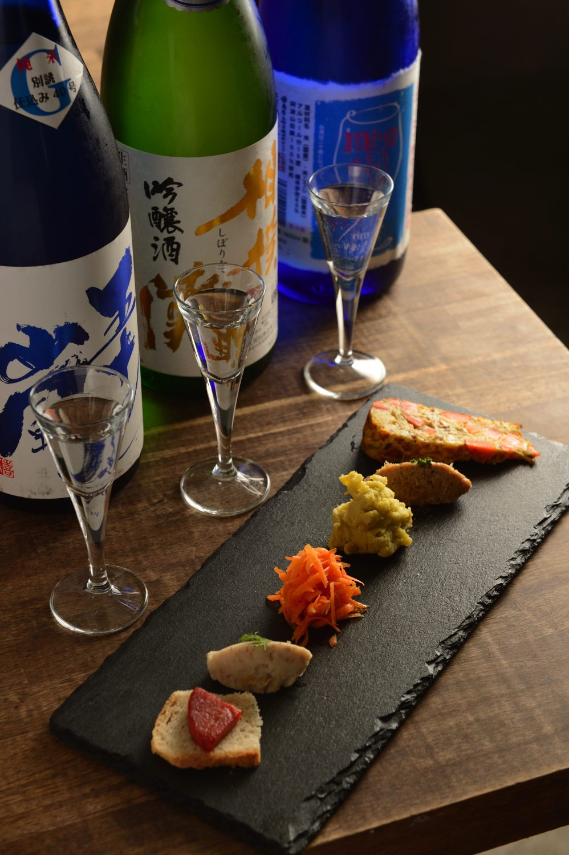 利き酒セット3種1650円。前菜は日替わり。