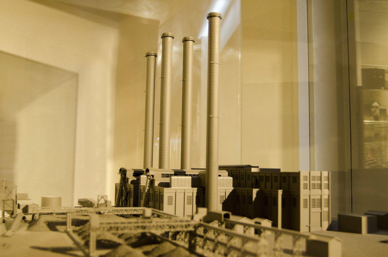 『足立区立郷土博物館』にある千住火力発電所の1/ 200の模型。その大きさ、煙突の高さに驚く。