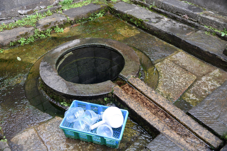 水量豊富で日照りでも湧き出ている。便利な生活用水でもあった。