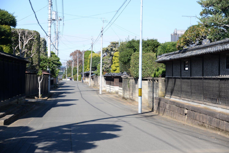 藤沢城跡近くの町並み。本丸跡は神宮寺と藤原藤房卿遺跡を目印に。