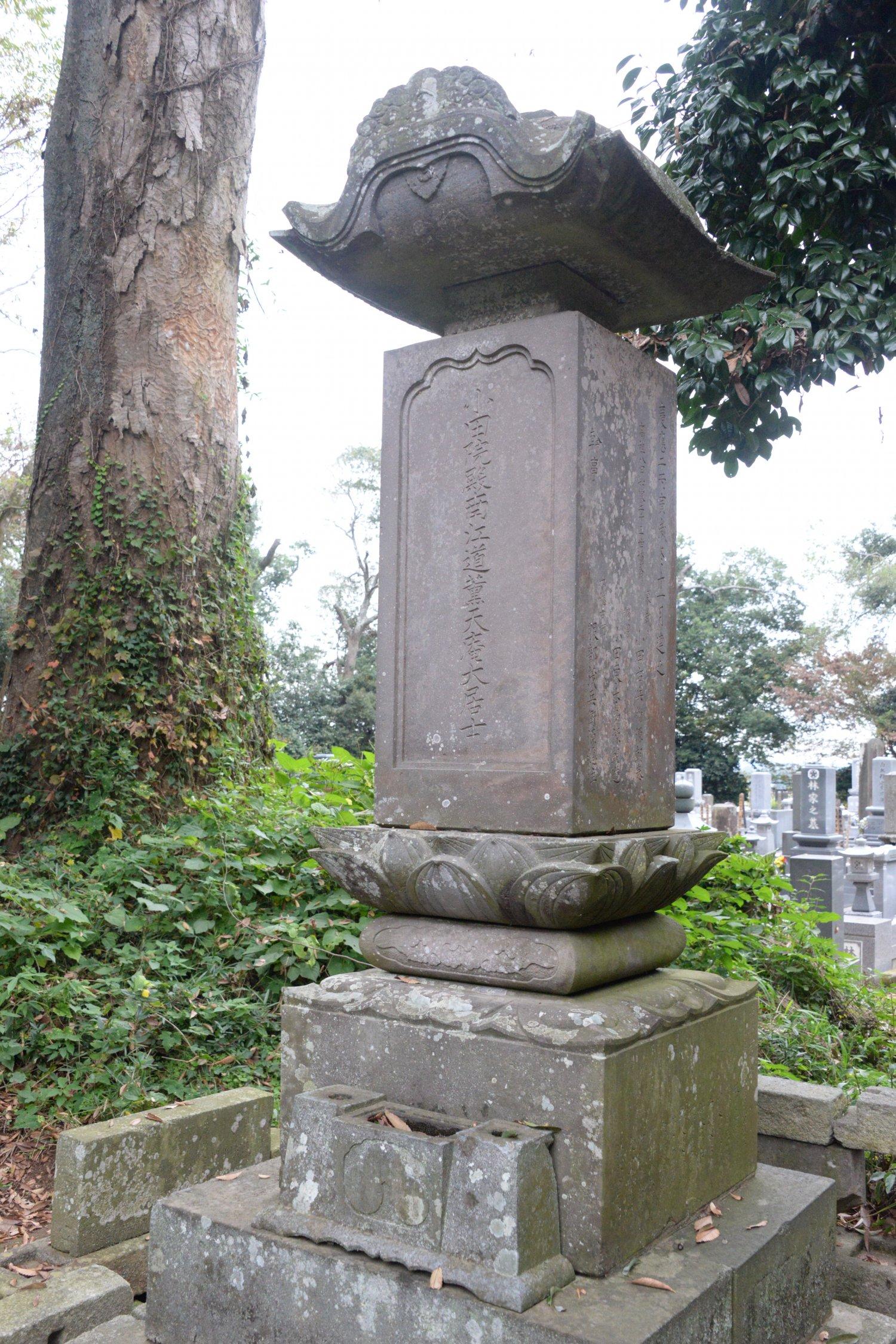 幕末に23代が建てた氏治(天庵)の 墓。小田氏ゆかりの法雲寺にある。