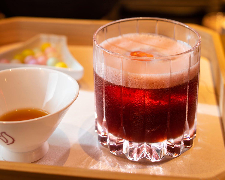 ウォッカと屋久島の和紅茶にグリオットを合わせた、「リトル・オデッサ」。
