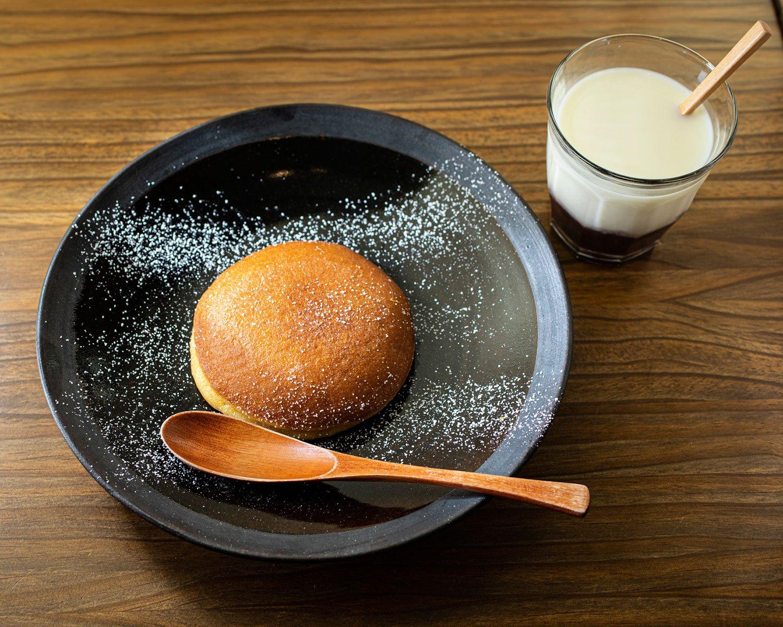 『うさぎや』のどらやきをバターで焼くうさどらフレンチ焼き900円。