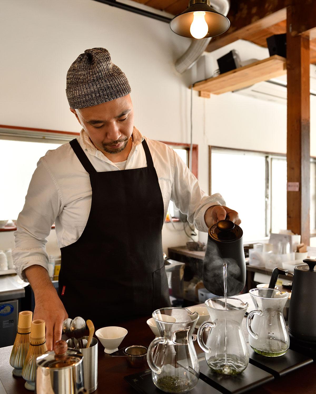 「茶道具は茶葉の抽出のよさや使いやすさで選んでいます」と麻生さん。