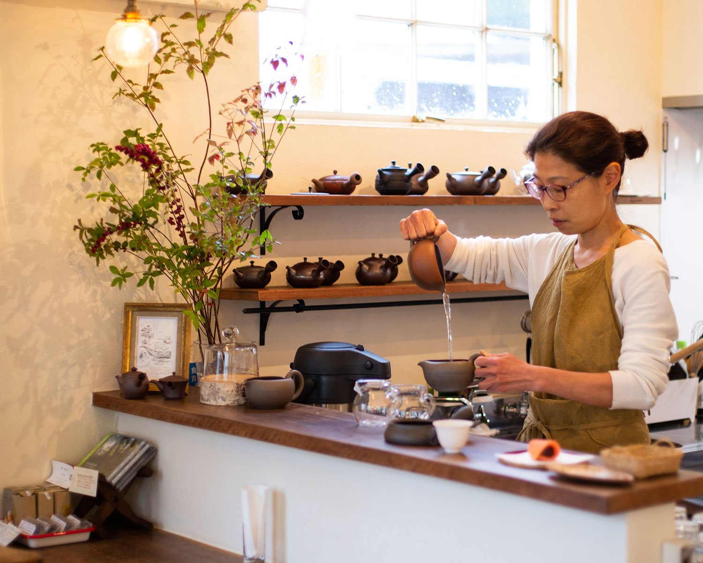 「朝起きたらまず、日本茶が飲みたいんですよね」と、店主の近藤祐子さん。