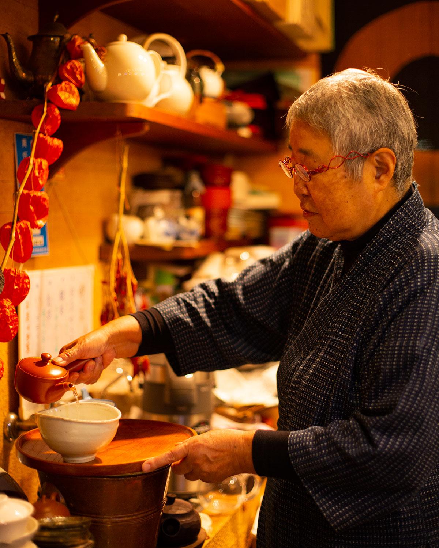 あすかさんと皆が呼ぶ渡邉さんは茶の伝道師。
