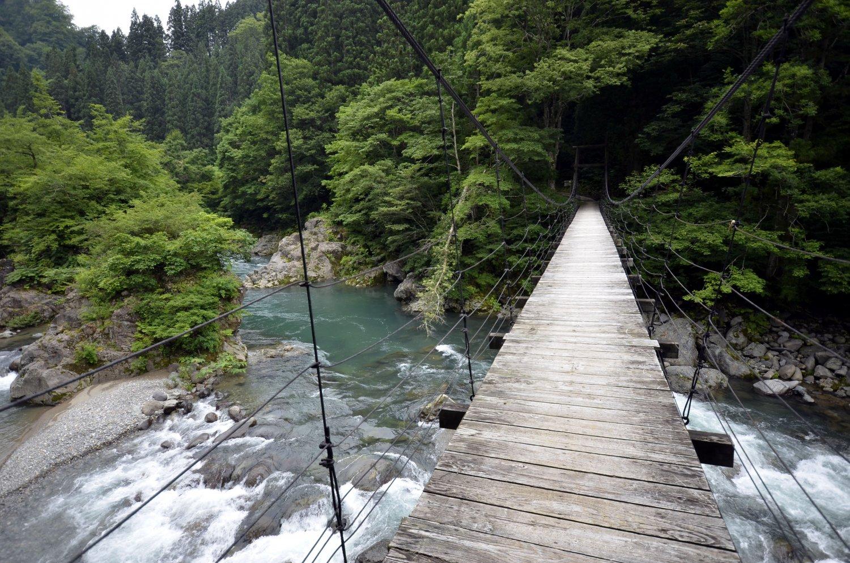 木の吊り橋、見倉橋はNHKドラマ「精霊の守り人」のロケ地。