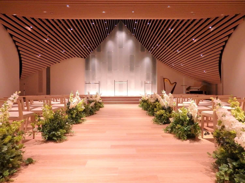 6階のチャペル「永遠~TOWA~」も新歌舞伎座の切妻破風の意匠を継承。