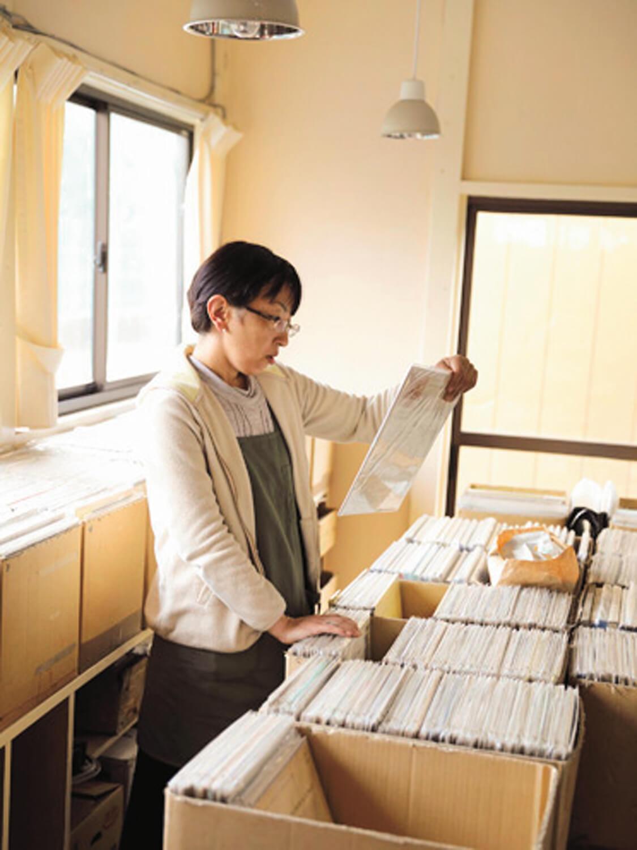 お隣のクラシックレコード店『アマデオ』セレクトが並ぶ。