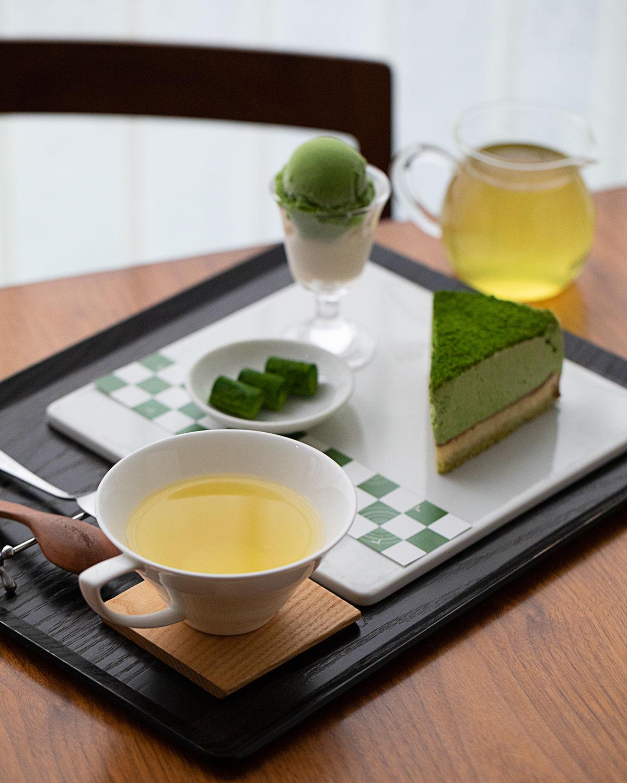 煎茶合わせ「抹茶ちゃ」2200円は、抹茶のお菓子3品と、静岡の古い茶園にて在来実生で作られた「流星」。
