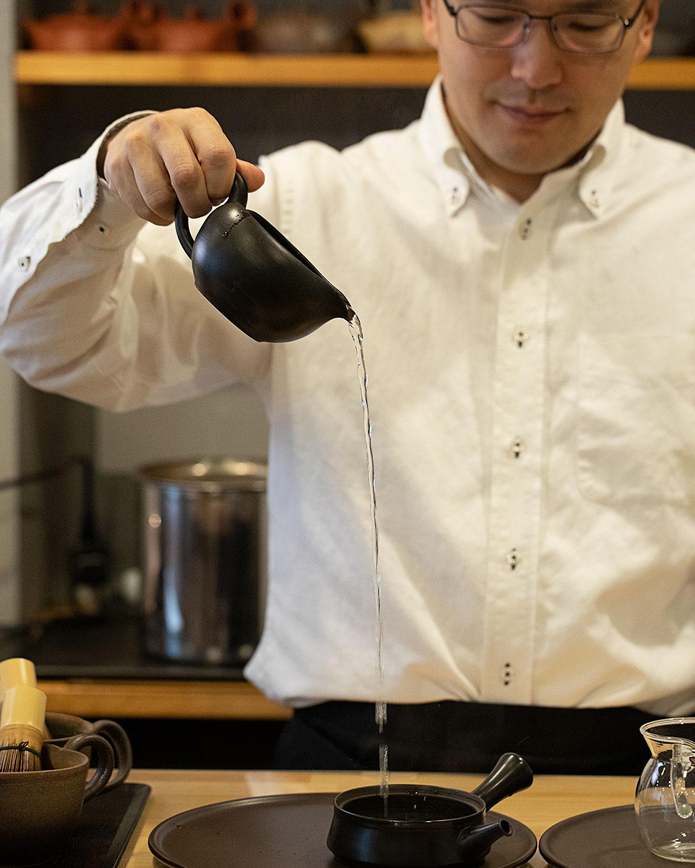 「急須の中に、茶畑で感じた香りを再現したい」と、和多田さん。