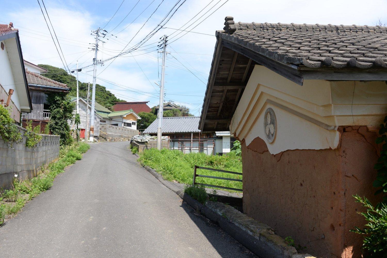 空き家は多いが想像以上に大きな町。昭和で止まった家並みは新鮮。