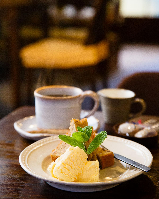 栗の渋皮煮のパウンドケーキ400円は季節限定。ほどよい甘さで添えられたバニラアイスとの相性抜群。