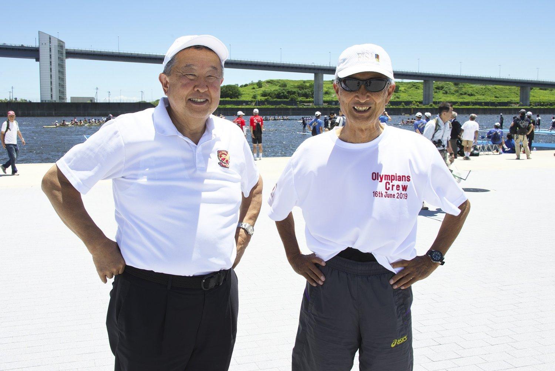 早稲田大学OBの村瀬康さん(左)と慶應義塾大学OBの萬代治さんは1964年大会に出場。