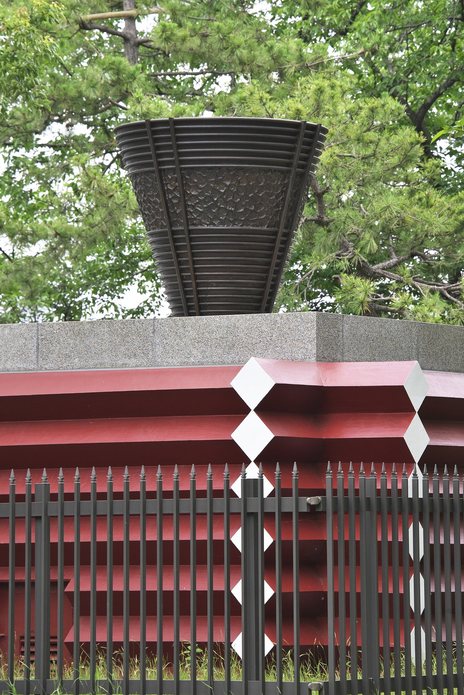戸田公園には1964年開催中に点火し続けた聖火台が現存。燃料は液化プロパンガス。