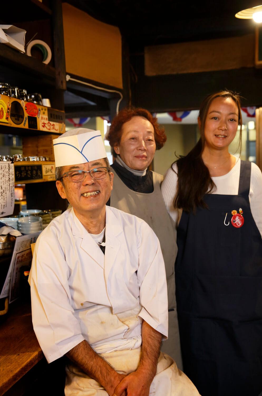 2代目の龍夫さんと千代子さん、長女の綾子さんを中心に切り盛り。
