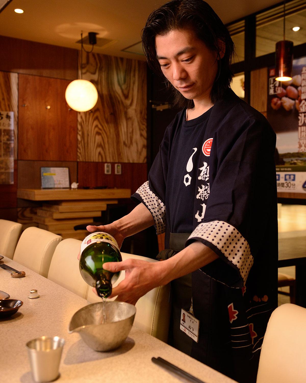 白海老の天婦羅980円、栃尾揚げの神楽南蛮ねぎ味噌焼き780円(値段はすべて税抜価格)。