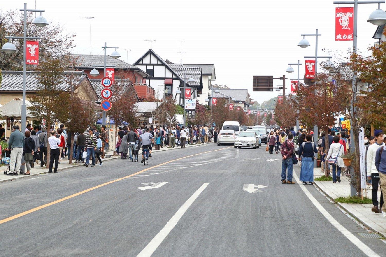 益子観光のメーンストリートである城内坂通りを中心に開催される。