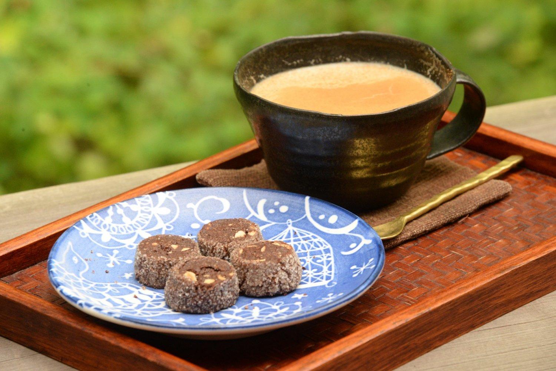 ミルクジンジャーティー600円。焼き菓子は6・7種類ある。
