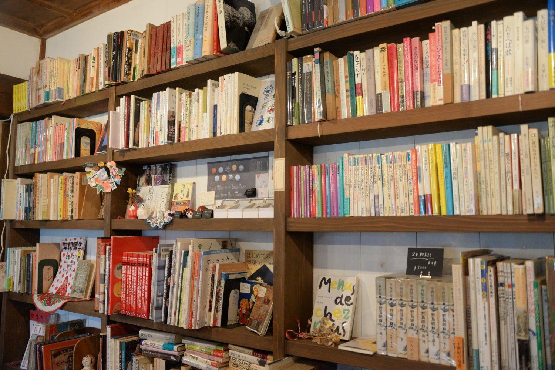 「昭和の奥さんの本棚みたいなもの」をイメージしながらセレクト
