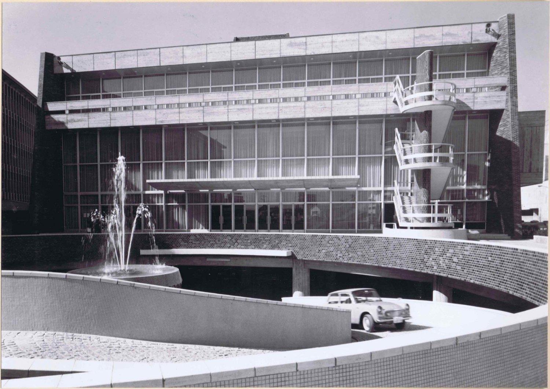 1964年完成当時の渋谷公会堂。2015年まで2000人規模のコンサートホールとして人気だった。