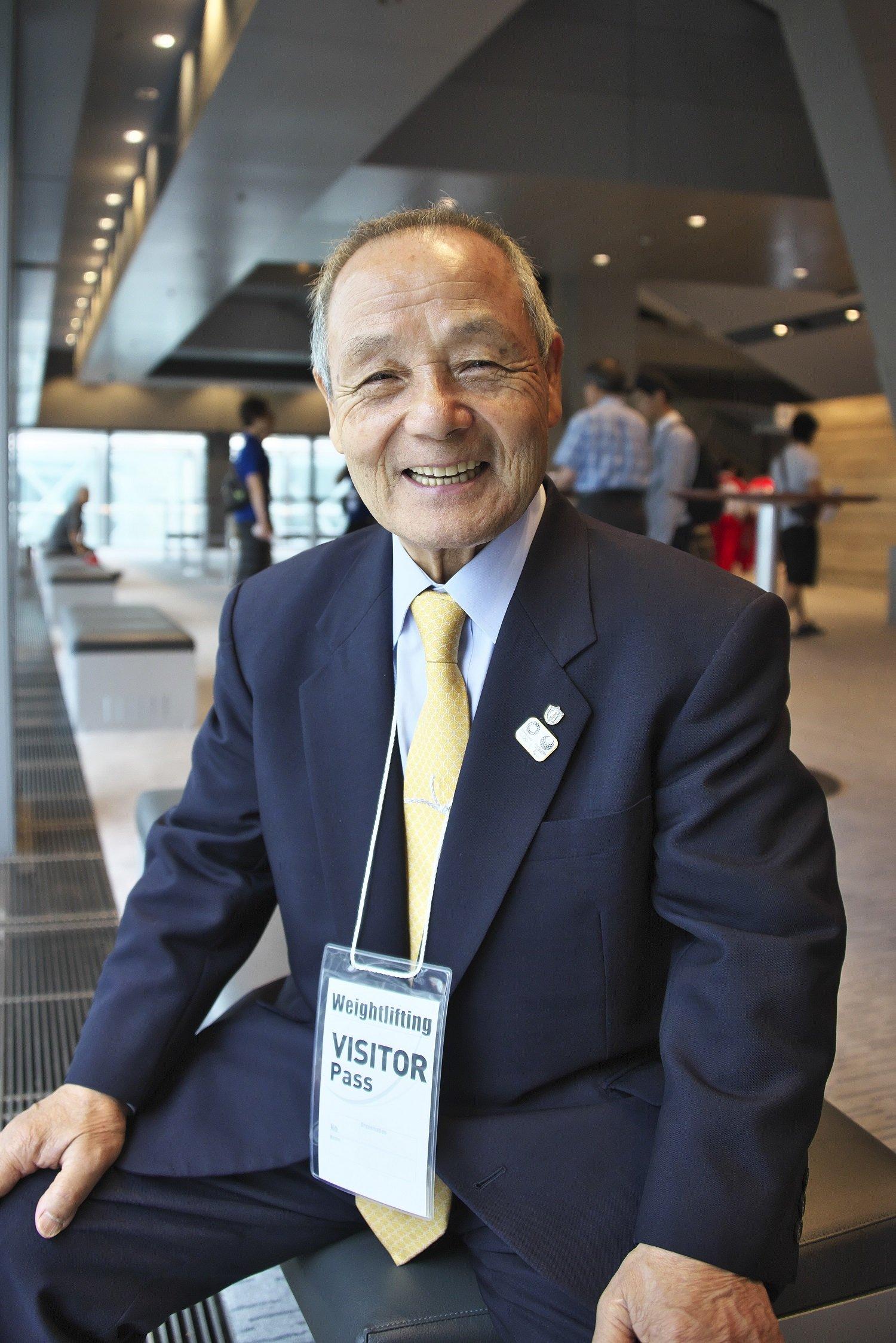 三宅義信さん(80)は東京国際大学ウエイトリフティング部監督・特命教授