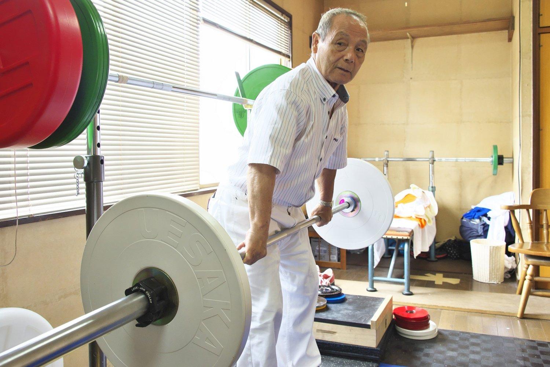 三宅さんは自宅トレーニング室で週2~3回の練習を積む現役選手でもある