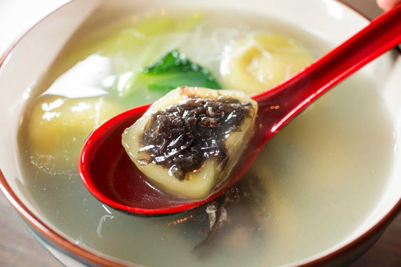 海苔と肉餡入り団子は優しい味わい。
